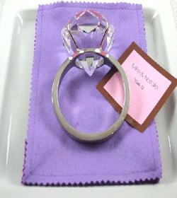 originalus sužadėtuvių žiedas